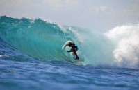 surfing di nusa lembongan bali