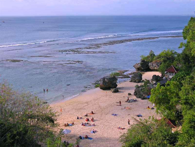 Ketenangan Pantai Padang-Padang