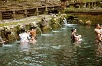 Pancuran Kolam di Pura Untuk Membersihkan Diri